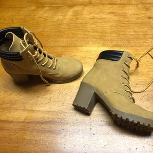Route 66 size 9 tan heeled boots